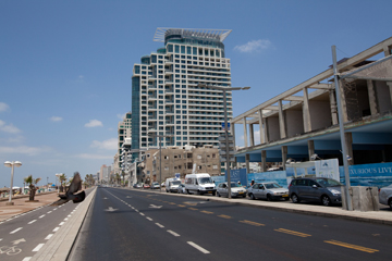 מה מרוויחים התושבים מרצף המגדלים? כבישים מסוכנים (צילום: דור נבו)