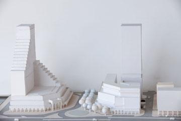מודל של מלון אמבסדור (מימין) (צילום: דור נבו)