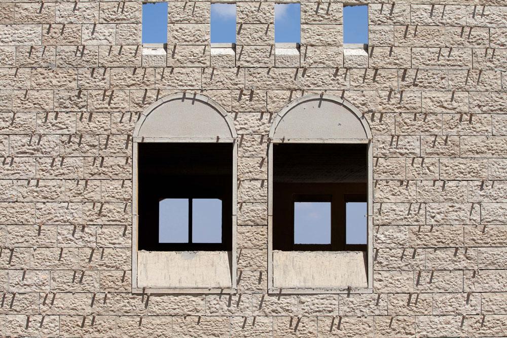 באחת השכונות העתידיות יהיו מגדלי מגורים בני 30 קומות, ולצידם שכונה עם בתים צמודי קרקע. מודיעין תוכננה לכלי רכב פרטיים, ואילו ברוואבי נעשים כל המאמצים התכנוניים האפשריים בבנייה על טופוגרפיה קשה, כדי לעודד תנועת הולכי רגל: המרכז העירוני כולו אסור בכניסת כלי רכב (צילום: דור נבו)