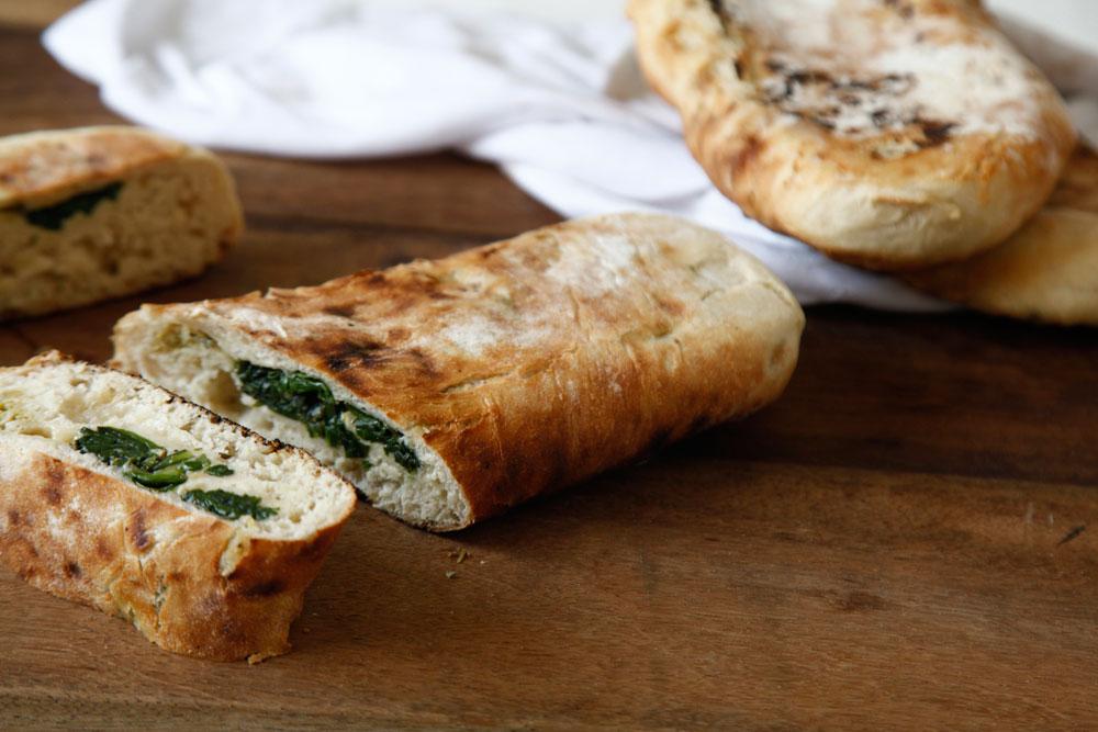 קרום פריך ופנים רך. לחם פרנה מרוקאי (צילום: אפיק גבאי)