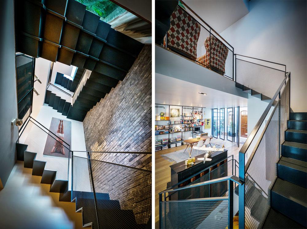 מימין מבט מגרם המדרגות אל קומת הכניסה וקומת חדרי הילדים שמעליה, שבמבואה שבה הוצבו שתי כורסאות וינטג' שרופדו מחדש. משמאל: מבט מקומת המרתף למעלה (צילום: איתי סיקולסקי)