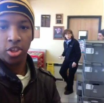 """""""כל עוד ימשיכו לעקוב אחרי – אני אמשיך לעשות סרטונים"""" (מתוך יוטיוב)"""