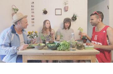 רוביני והשותפים. מתנסים בסרטון בהכנת מצעי שתילה שונים (צילום: אביגיל רוביני)