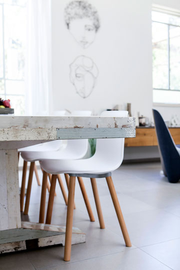 שולחן אוכל בגימור לקה בגוון לבן (צילום: שירן כרמל )