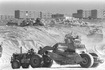 בונים את ערד, שנות ה-60. בהשראת ערים סקוטיות (צילום: משה מילנר, לעמ)