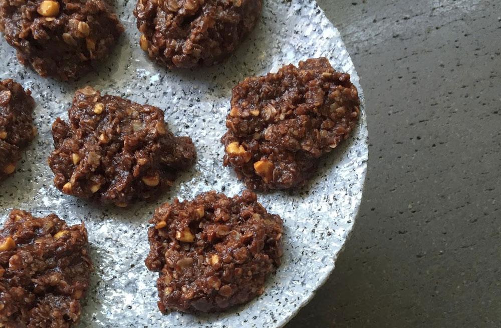 עוגיות שוקולד-קוואקר ללא אפייה (צילום: סיון שטרנבך)