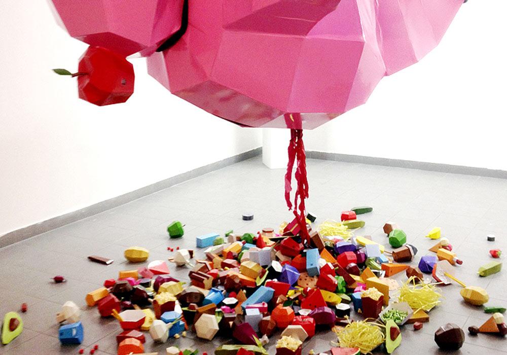 העבודה של בוב אוראל. עוסק באוכל, דרך אינפוגרפיקה ופסל גדול ממדים (צילום: בוב אוראל)
