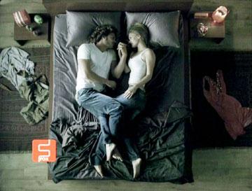 בר רפאלי ונועם טור אינטימיים בפרסומת של פוקס