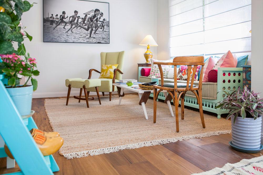 בני הבית, פרסומאית ובנה הסטודנט, ביקשו ליצור סביבה נעימה, מוארת ואוהבת, עם עיצוב במינון ששומר על מתח בין מינימליזם לקישוטיות (צילום: שירן כרמל)