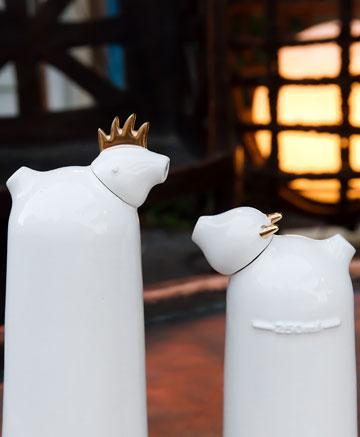 כלי קרמיקה לשמן וחומץ של ''סטודיו קאהן''. ''אסופה'' (צילום: ענבל מרמרי)