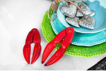 צלחות מלמין צבעוניות, ''סופי''. מפצחי סרטנים, ''one bedroom'' (צילום: ענבל מרמרי)