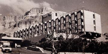 מלון גני זוהר בים המלח, שתוכנן על ידי משולם (צילום: ענבל מרמרי)