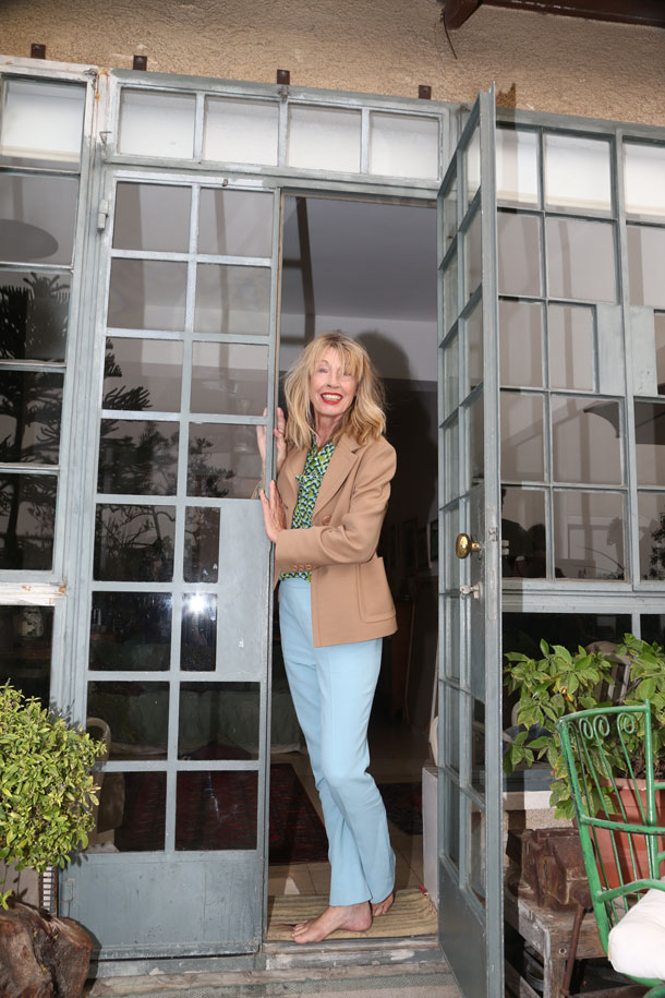 קיטי במכנסיים וחולצה – פראדה בהלגה עיצובים  (צילום: יניב אדרי )