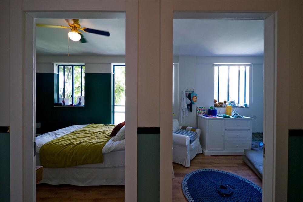 """חדרי השינה. """"אני קונה כל מה שאני אוהבת"""" (צילום: איתי סיקולסקי)"""