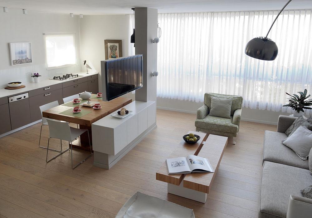 ספה זוגית ושתי כורסאות בודדות לתחושה אוורירית יותר. עיצוב: קרן אטלס-דרור (צילום: אלעד שריג)