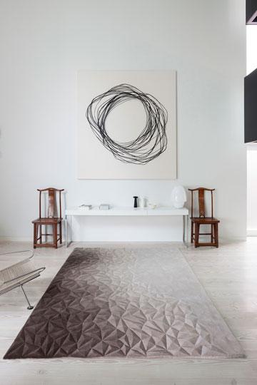 טיפ 4: גם אריחים ושטיחים בדוגמת תלת ממד יוצרים עומק (צילום: Courtesy of Top Floor)