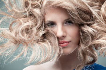 תני לשיער להתייבש באופן טבעי, ללא מייבש (צילום: thinkstock)