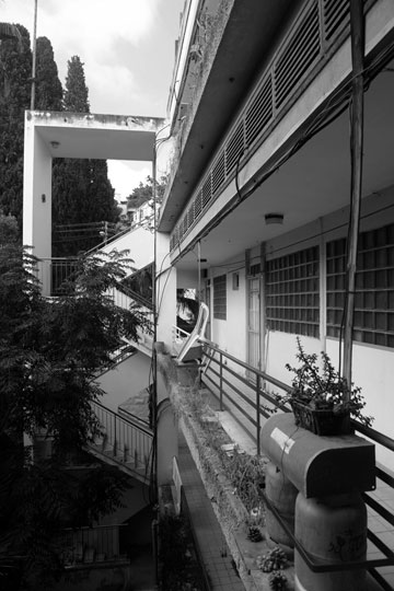 בית הזכוכית ברחוב בר גיורא. אדריכל: תיאודור מנקס. אחת הפנינים המוזנחות בשכונה (באדיבות מוזיאון חיפה, צילום: מארק יאשאייב)
