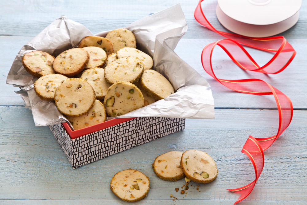 אפשר להקפיא ולאפות בצ'יק כשרוצים משהו טעים. עוגיות לימון ופיסטוק (צילום וסגנון: אסף אמברם)