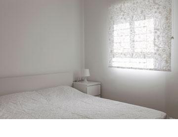 חדר ההורים, לבן ופונקציונלי (צילום: איל תגר)