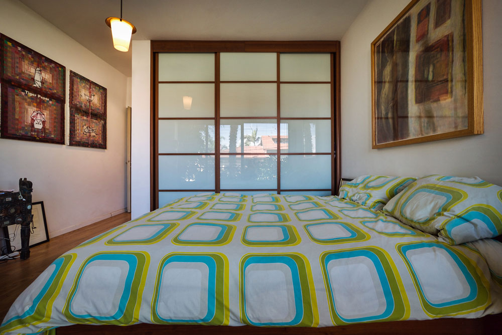 """""""אני אוהב כל פינה בבית, אבל חדר השינה הוא המקום המועדף עליי"""" (צילום: איתי סיקולסקי)"""
