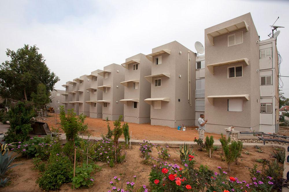 שדרות, העיר שספגה טילים ורקטות יותר מכל מקום אחר בישראל, היא בירת הממ''דים-בדיעבד. כ-6,000 דירות ישנות קיבלו תוספת ממ''ד. כך זה נראה (צילום: רועי בושי)