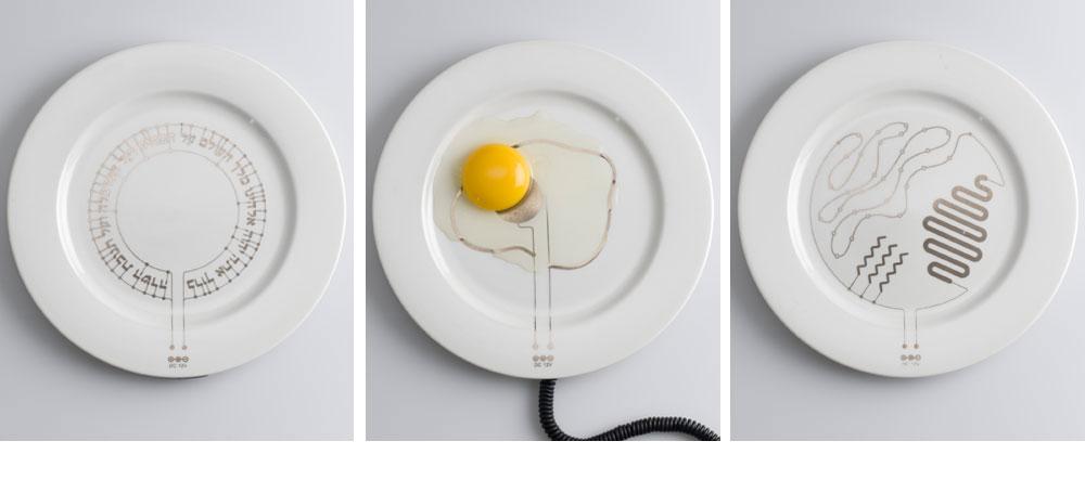 ''הוט פלייט''. קישוט שמודפס על צלחת לבנה ופשוטה מחומר מוליך, שמאפשר לחמם את האוכל. לכל צלחת יש שקע (צילום: מוטי פישביין)
