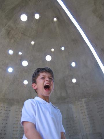 להפעיל את מיתרי הקול, לשיר, לצעוק. יהודית רביץ התחילה בדיוק ככה (צילום: מיכאל יעקובסון)