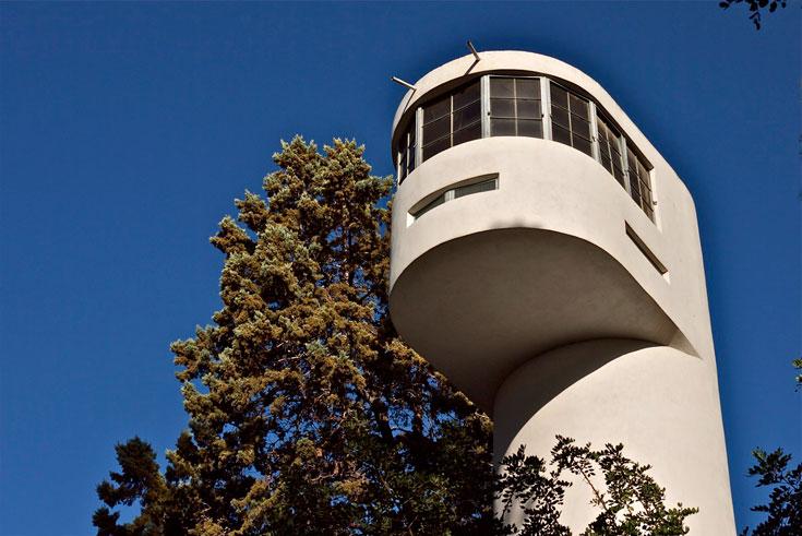 מגדל הגמל בגניגר, המתחבא בין העצים של יער בלפור, היה ועודנו הסמל של הקיבוץ הוותיק שחוגג בקרוב 90 שנה להיווסדו (צילום: איתי סיקולסקי)