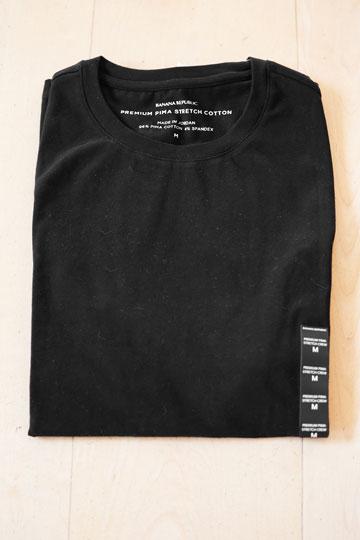 חולצת טי שחורה של המותג האמריקאי בננה ריפבליק. ''שנים אני לובש חולצת טי שחורה כמדים לא פורמליים'' (צילום: ענבל מרמרי)