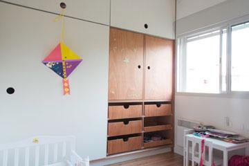 ארון גדול גם בחדר הילדים (צילום: יהונתן ה. משעל, סטיילינג צילומים: סברינה צגלה)