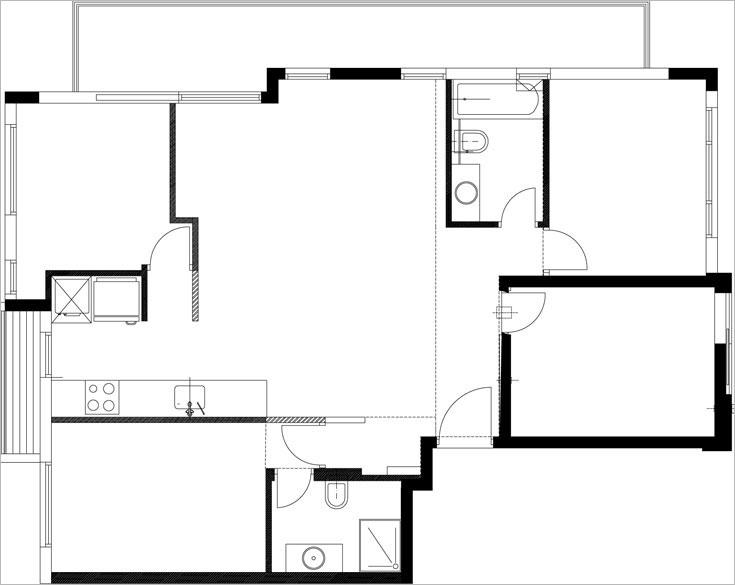 תוכנית הדירה, כפי שקיבלו אותה מהקבלן: ארבעה חדרים, סלון קטן עם מטבח, וכניסה ישירה, ללא מבואה (תכנית: אדריכל ערן איזנהמר)