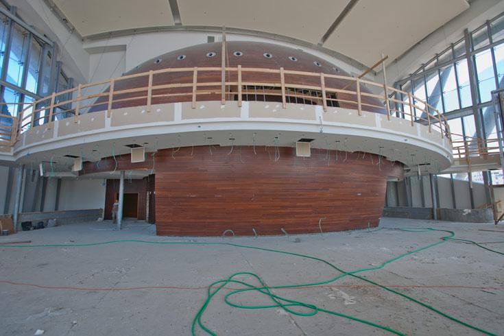המשכן לאמנויות הבמה באשדוד. העבודות נמשכו תשע שנים, עם שרשרת פשיטות רגל ותקלות (צילום: מור דגן הפקות)