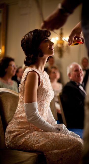 הקנדיס. קייטי הולמס הפכה לאייקון אופנה עכשווי (צילום: באדיבות  2010 Kennedys Productions (Ontario) Inc. and Zak Cassar)