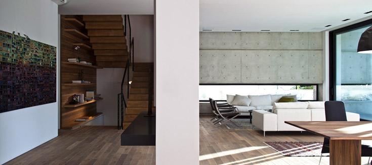 ''אני מאמין ששילוב של חומרים יוצר מוקדי עניין בבית'', אומר קדם. ''בבית הזה נעשה שימוש בעץ, בבטון חשוף ובטיח'' (צילום: עמית גרון )