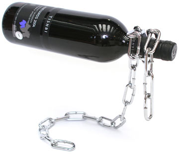 מעמד לבקבוק יין (צילום: דן לב)