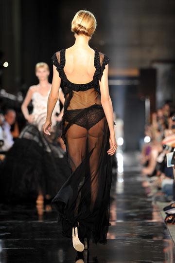 תצוגת האופנה של המותג ג'ון גליאנו. מיוזיקל מתיש (צילום: gettyimages)