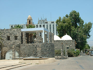 טבריה. מלונות ענק ושרידים ישנים (באדיבות משרד אמנון בר אור אדריכלים)