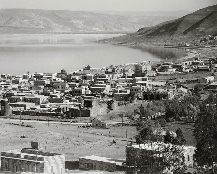 טבריה העתיקה בראשית המאה שעברה. הבריטים החלו בהריסת הקסבה, הישראלים המשיכו