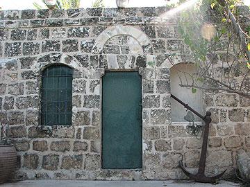 בית המוכתר בכפר ח'ולדה. היום משמש כסדנא של פסל מקומי (צילום: מיכאל יעקובסון)
