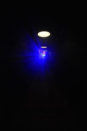 האור בקצה המנהרה? הלוואי. הכניסה לבלוק (צילום: גדי דגון)