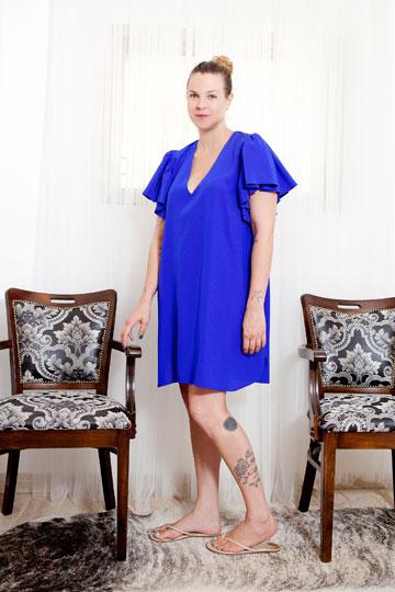 ''אני יודעת מה חסר לי בארון''. אילנה ברקוביץ' בשמלה של המותג החדש NYOTA (צילום: עמי סיאנו)