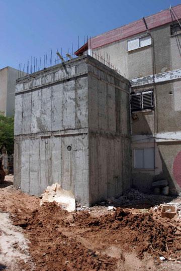 הקמת ממ''דים בשדרות. לא שאלו אדריכלים (צילום: אליעד לוי )