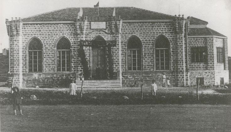 כך נראה בית העם בימים עברו. אבן הפינה הונחה בחורף 1912, לפני כמעט מאה שנה (באדיבות הארכיון לתולדות רחובות)