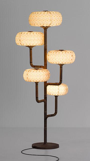 מתוך סדרת המנורות ''מולקולס'', בשיתוף  ''אקווה קריאיישנס'' (צילום: אלבי צרפתי)