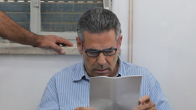 Gonen Segev: Israel ex-minister admits spying for Iran