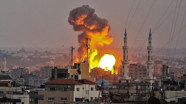 Izrael, miután a Hamász lelőtt egy járőröző izraeli katonát, válaszul nagyszabású támadást indított a Hamász gázai övezeti létesítményei ellen