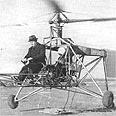 איגור סיקורסקי מטיס את המסוק הראשון בעולם