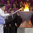 מוחמד עלי מדליק את הלפיד האולימפי