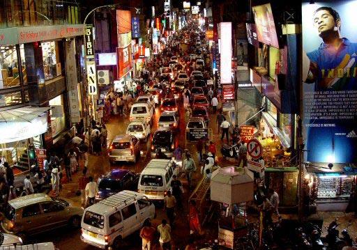 בנגלור, תנועה אופיינית בכבישים. רוב הזרים לא מעזים לנהוג בעצמם (צילום: רויטרס)